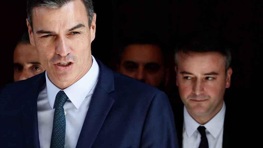 El presidente del Gobierno, Pedro Sánchez, con su jefe de Gabinete, Iván Redondo.