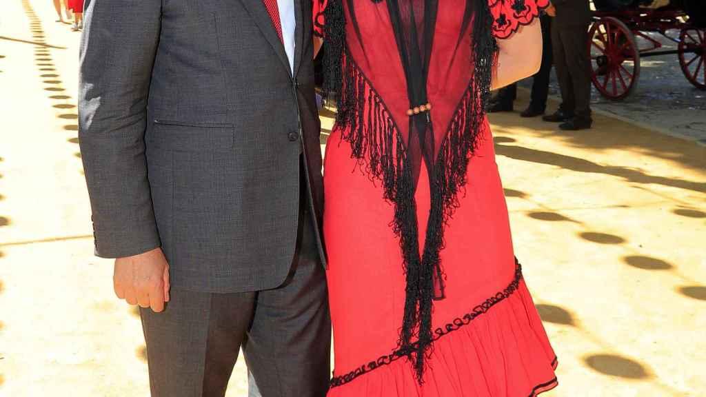 Alejandra Salinas y su pareja, José María Michavila, en la Feria de Sevilla.