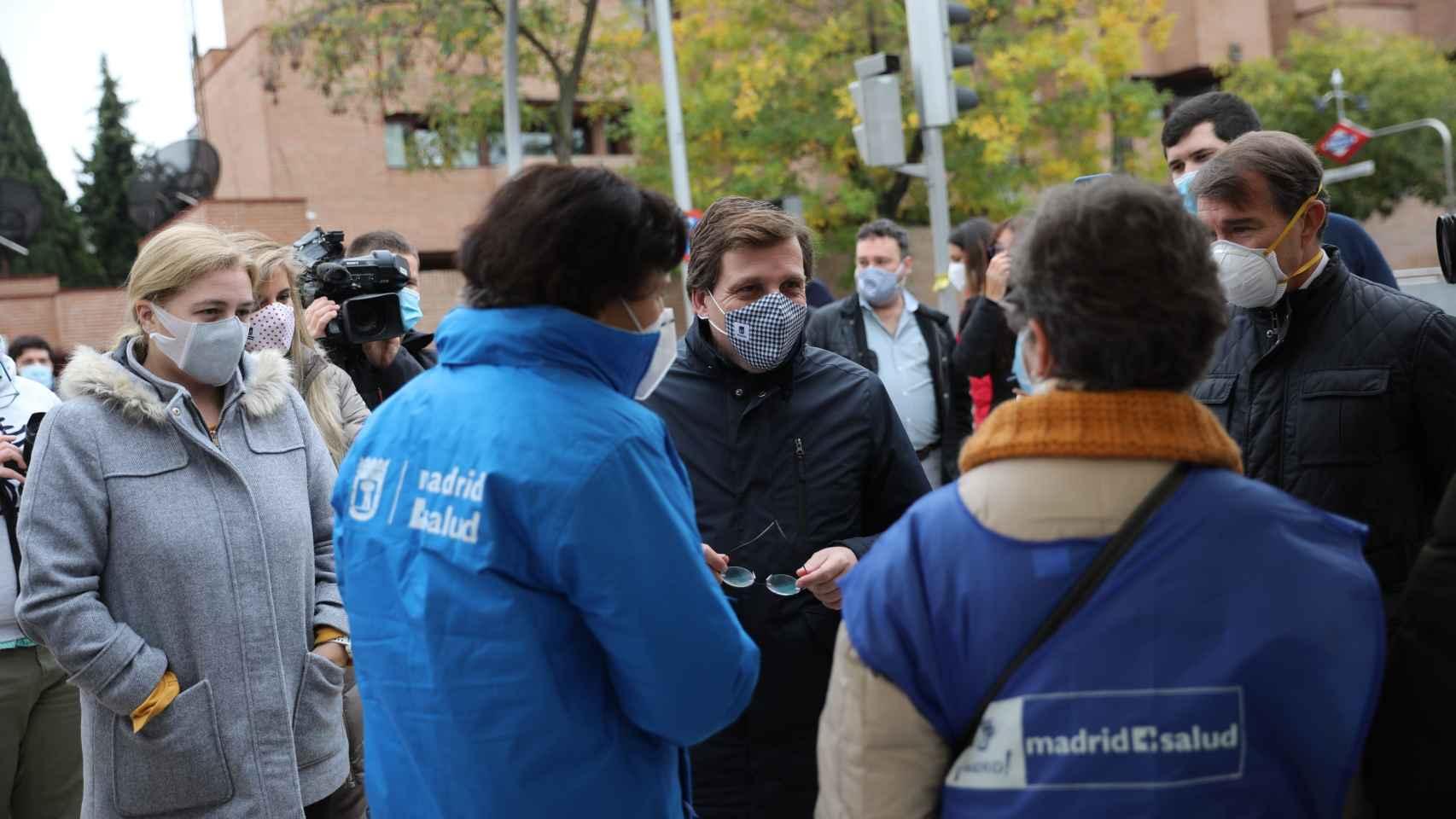 El alcalde de Madrid, José Luis Martínez Almeida, en un acto de concienciación para prevenir el COVID.