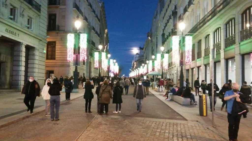 La Calle de Alcalá, que conecta con la Puerta del Sol, este domingo.