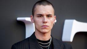 El actor de Netflix Arón Piper.