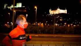 Abel Antón corriendo por las calles de Toledo este viernes