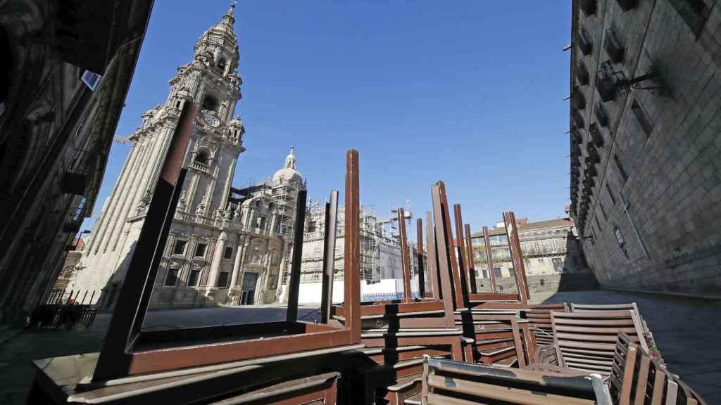 Una terraza cerrada en la plaza de la Quintana, en Santiago de Compostela.