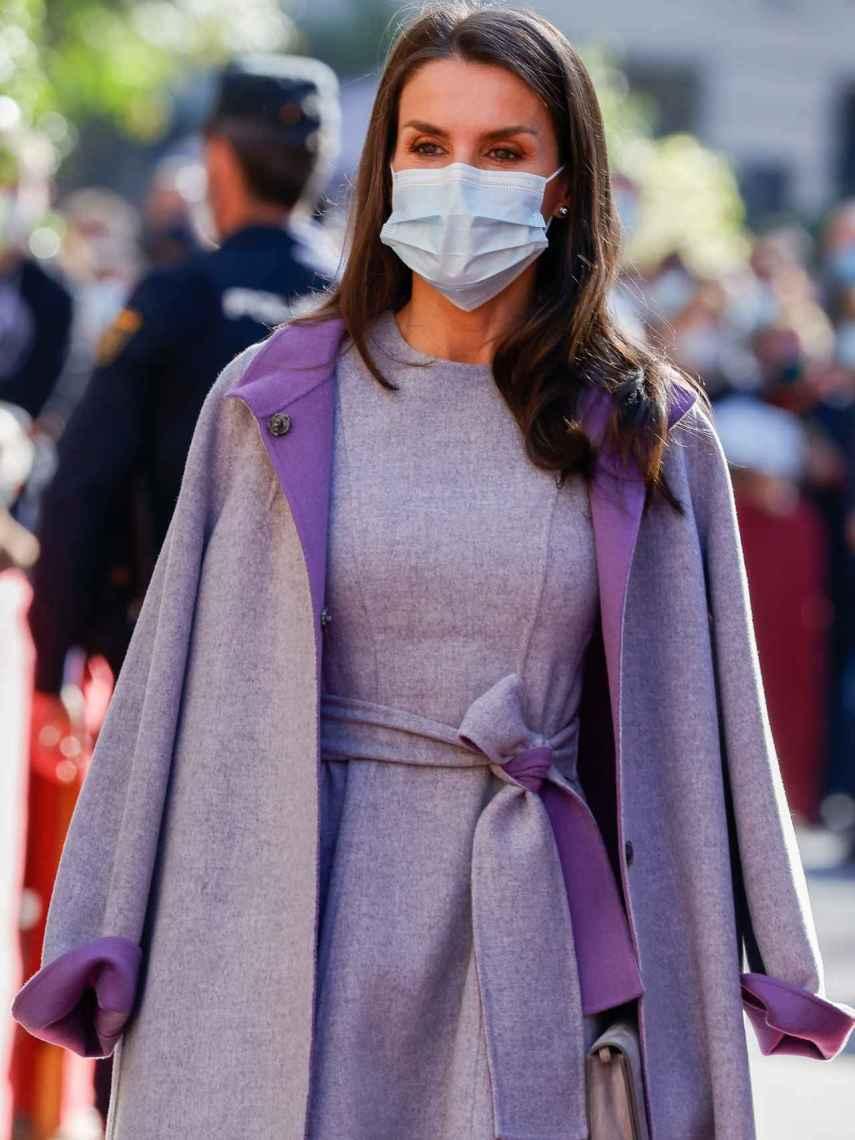El abrigo de estilo maxi que enamoró a los expertos en moda cuando lo estrenó hace cuatro años.