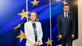 La vicepresidenta Nadia Calviño y el vicepresidente económico de la Comisión, Valdis Dombrovskis, durante su última reunión en Bruselas