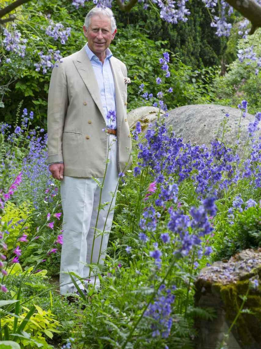 Carlos de Inglaterra en sus jardines de Highgrove House, su lugar favorito de Londres.