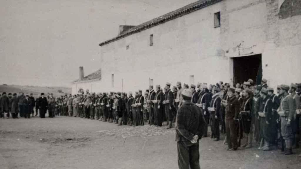 Miembros de la Columna Fantasma en un pueblo de Toledo.