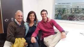 Juan Matute con sus padres en la Fundación Jiménez Díaz.