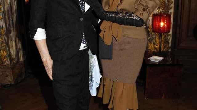 John Galliano  con Dita von Teese en 2010.