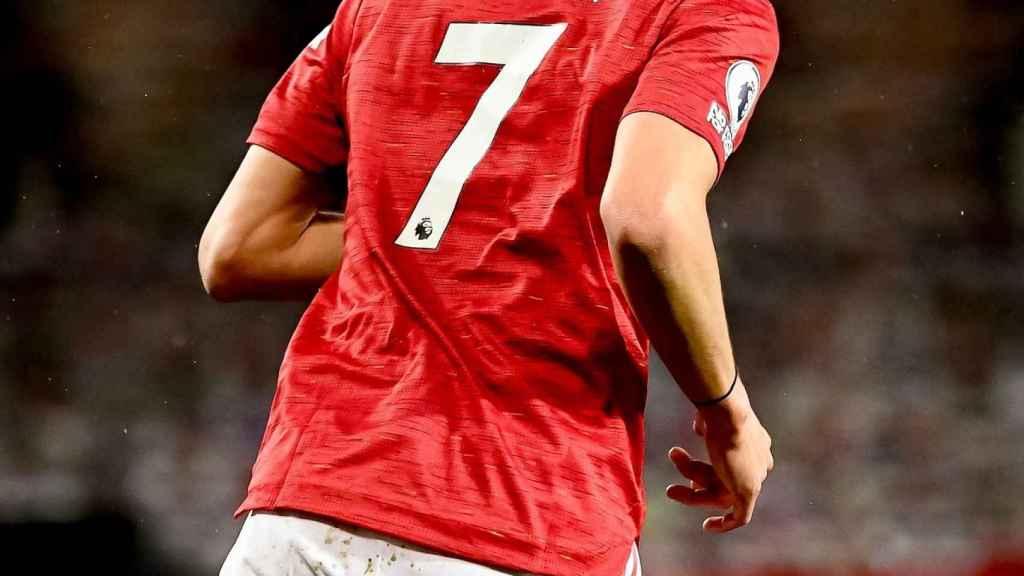 Cavani en un partido con el Manchester United