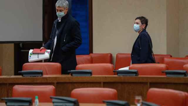 Los diputados de EH Bildu Oskar Matute y Mertxe Aizpurua en el Congreso de los Diputados.