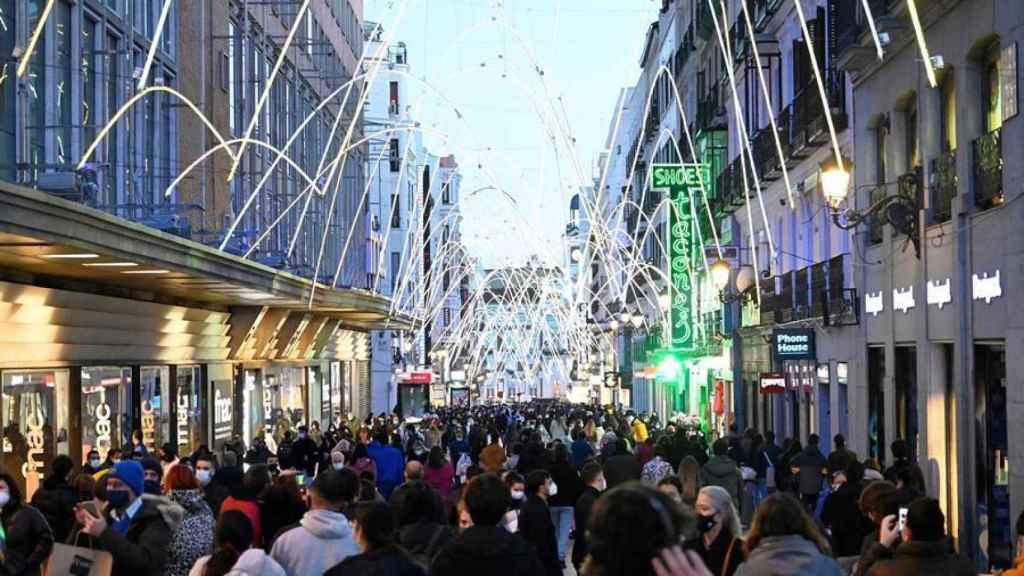 Vista de la calle Preciados de Madrid este domingo por la tarde. Efe