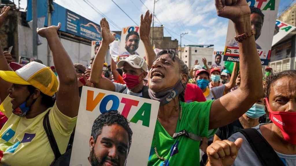 Varios manifestantes en la calle apoyando a 'Nicolasito'.