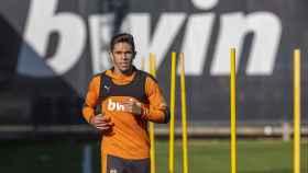 Gabriel Paulista, durante un entrenamiento del Valencia CF. Foto: Twitter (ValenciaCF)