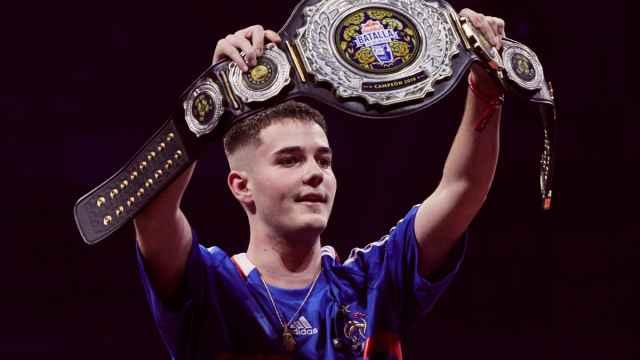 Bnet, tras ganar la Final Internacional 2019 de la Red Bull Batalla de los Gallos
