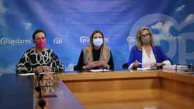 Ana Guarinos, Carolina Agudo y Lola Merino, de izquierda a derecha, este martes en las Cortes