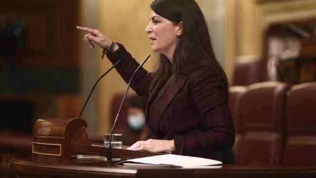 La diputada de Vox en el Congreso de los Diputados, Macarena Olona, interviene durante la sesión plenaria de este martes.