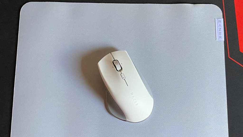 El ratón Razer Pro Click en la alfombrilla Razer Pro Glide