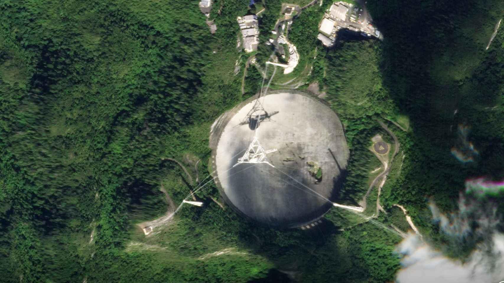 Colapsa el radiotelescopio del Observatorio de Arecibo: un derrumbe que  marca una era