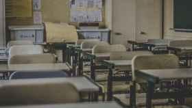 Pupitres en un aula.