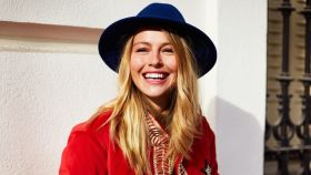 Esmeralda Moya se ha iniciado en la aventura del diseño de sombreros.