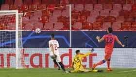 Gol de Giroud ante el Sevilla