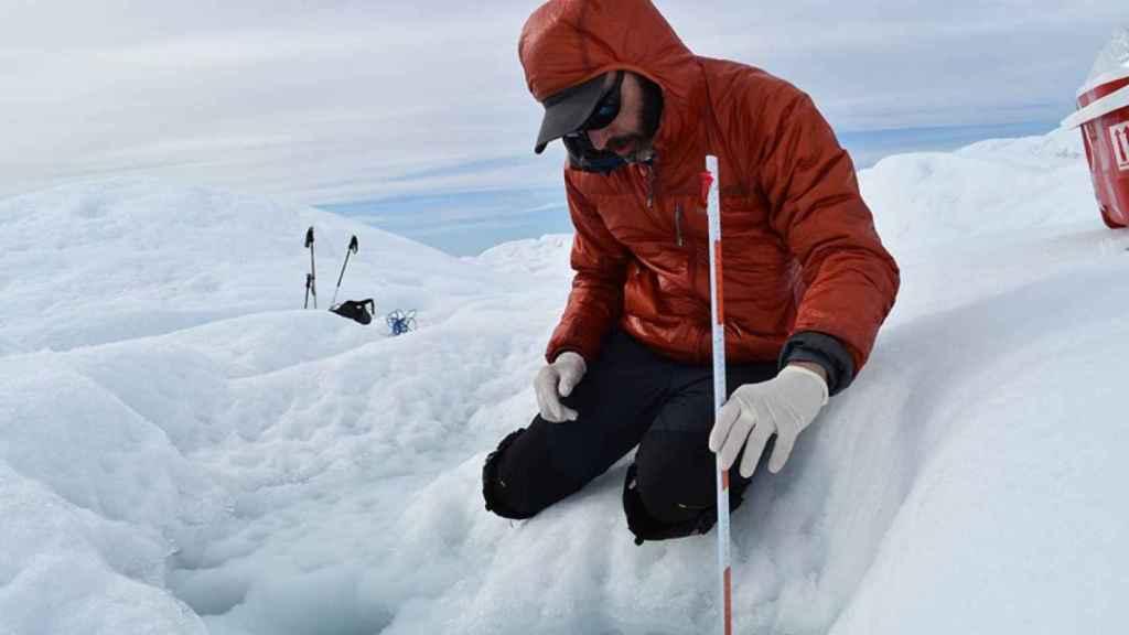 Tedesco lleva más de 15 años estudiando los efectos de la crisis climática sobre Groenlandia en el terreno.