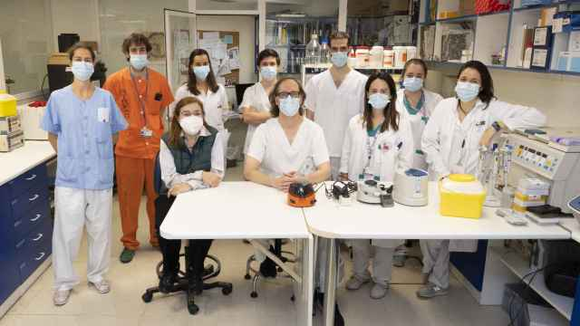 El grupo que ha descrito la primera reinfección en España.