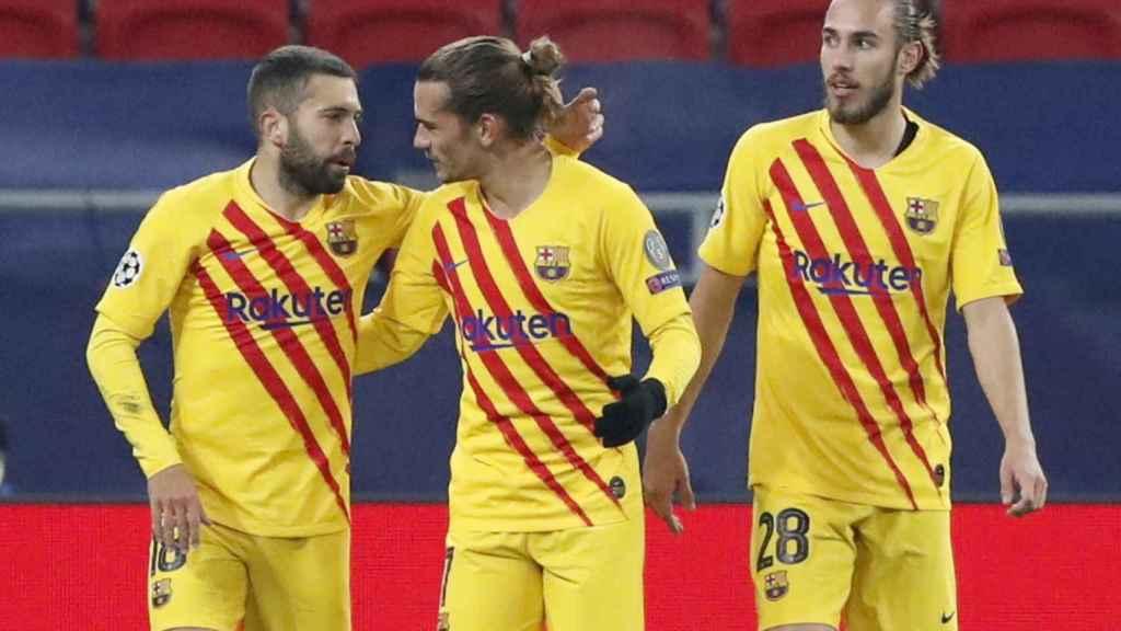 Jordi Alba felicita a Griezmann por su gol al Ferencvaros