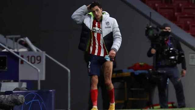 José María Giménez, jugador del Atlético de Madrid, se va del campo lesionado