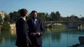 El presidente del PP, Pablo Casado, junto al presidente de la Junta de Andalucía, Juanma Moreno.