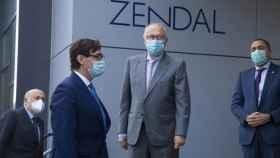 El ministro de Sanidad, Salvador Illa, visita la fábrica de Zendal a principios de noviembre.