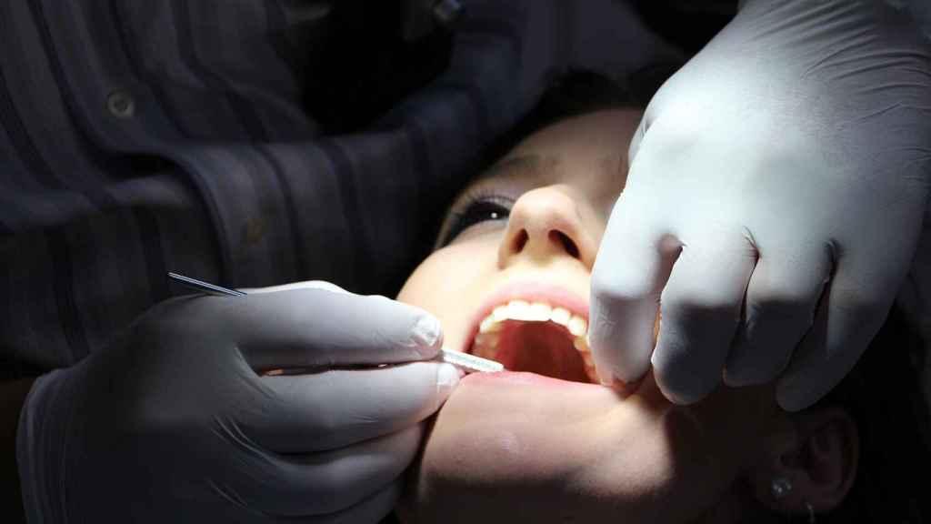 Una paciente en el dentista.