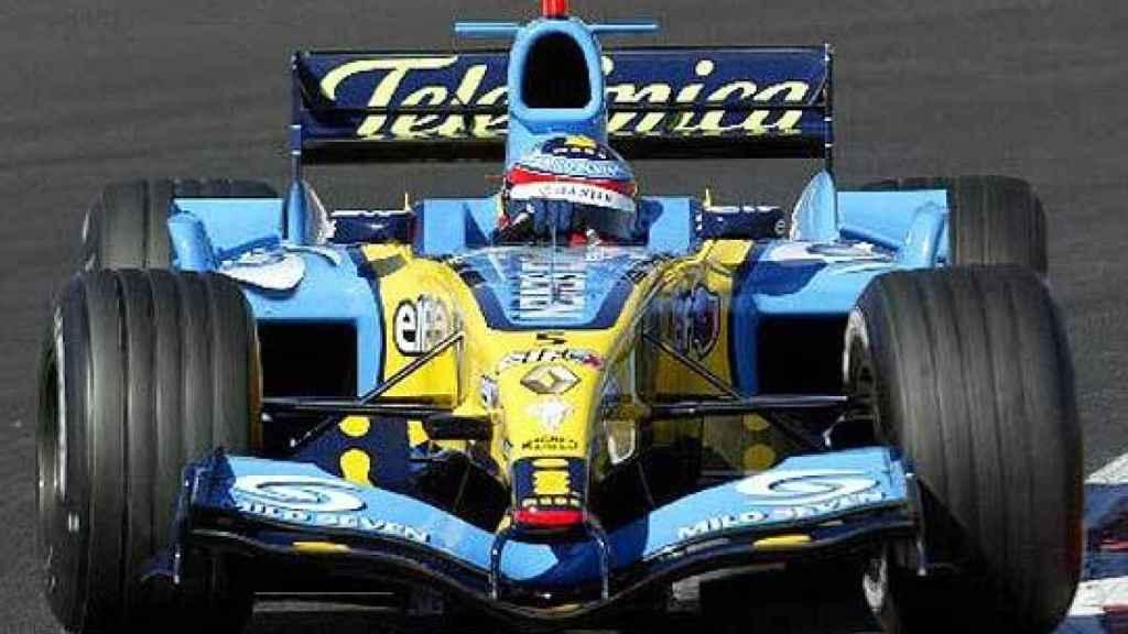 Fernando Alonso, con el R25 de Reunalt