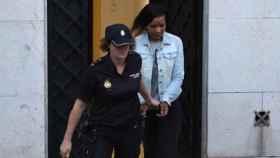 Ana Julia Quezada abandonando la Audiencia Provincial de Almería.