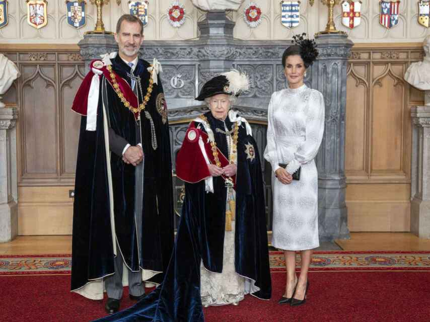 El rey Felipe, la reina Isabel II y la reina Letizia en Windsor.