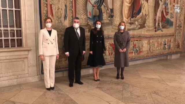 La reina Letizia inaugura la exposición de tapices de Rafael en el Palacio Real