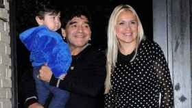 Diego Armando Maradona, su hijo Diego Fernando Maradona y Verónica Ojeda