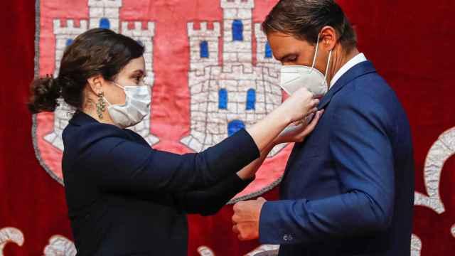 Isabel Díaz Ayuso le impone la Gran Cruz de la Orden del Dos de Mayo a Rafa Nadal