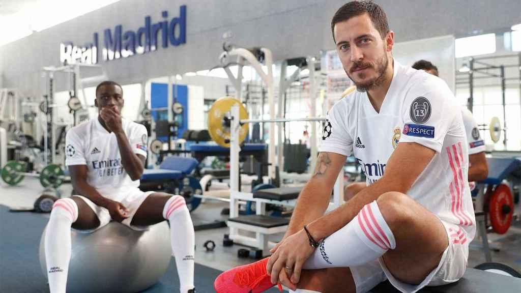 Hazard y Mendy, durante la foto oficial de la temporada 2020/2021