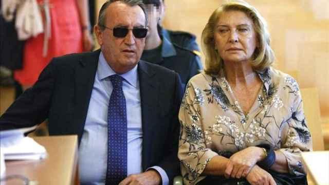 Carlos Fabra, junto a su mujer María Amparo Fernández.