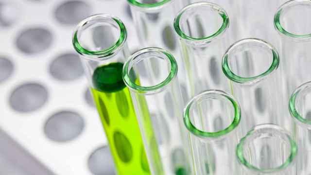 Tubos de ensayo para investigación biomédica.