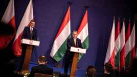 Mateusz Morawiecki y Viktor Orbán, durante su reunión en noviembre en Budapest