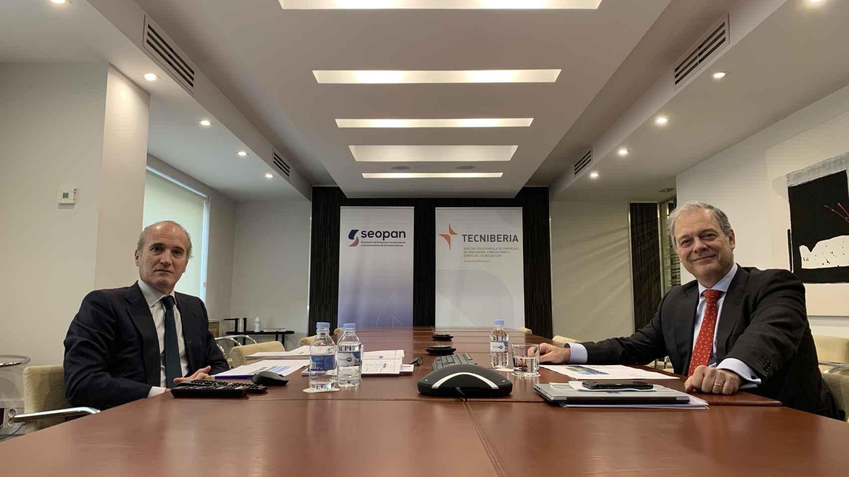 Los presidentes de Seopan y Tecniberia, Julián Núñez y Pablo Bueno, respectivamente, en la rueda de prensa de presentación del plan.