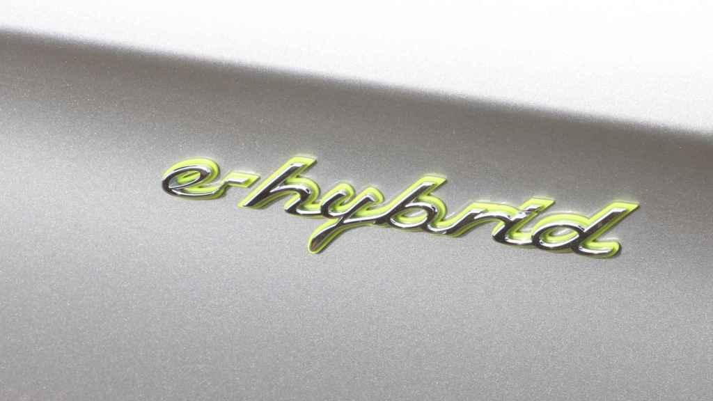 Porsche vende más versiones híbridas enchufables que de combustión pura.