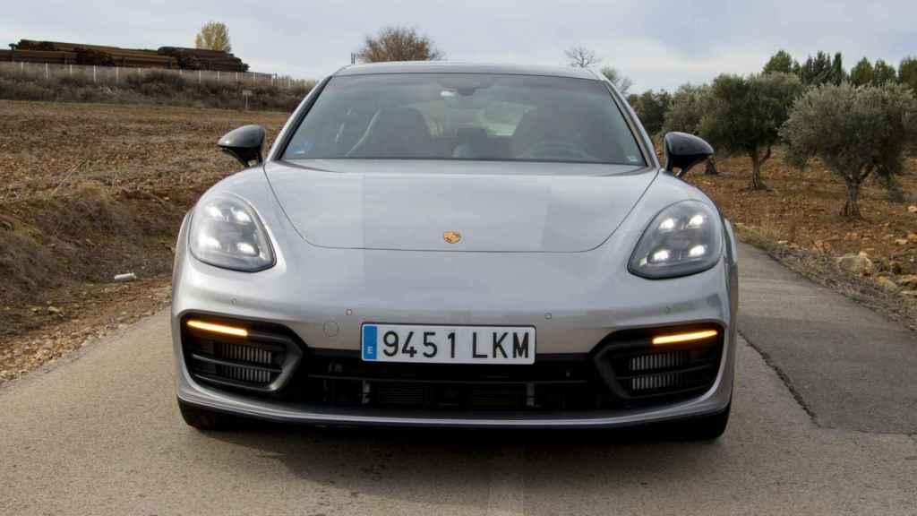 Frontal del Porsche Panamera.