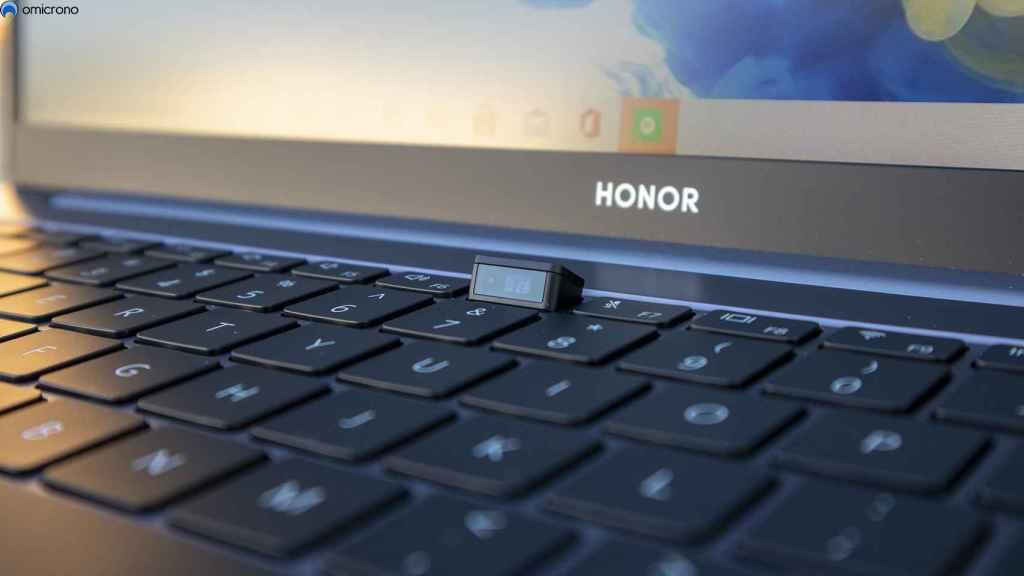 La cámara se puede esconder en el teclado.