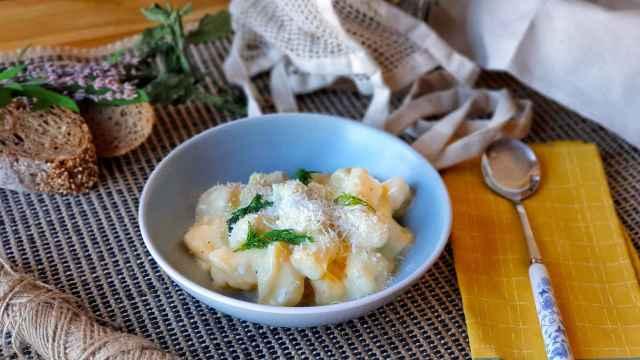 Ñoquis de patata caseros en salsa de queso