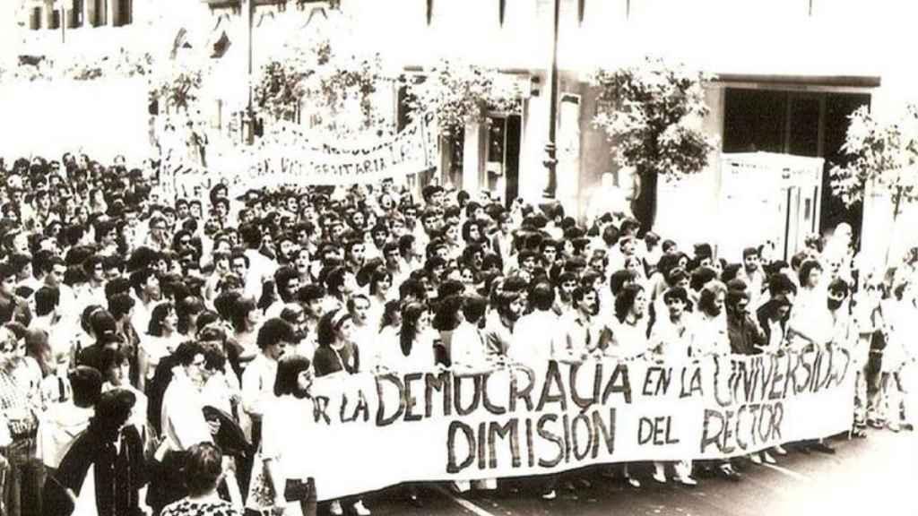 Manifestación por las calles de Sevilla a finales de los años 80 del siglo pasado.