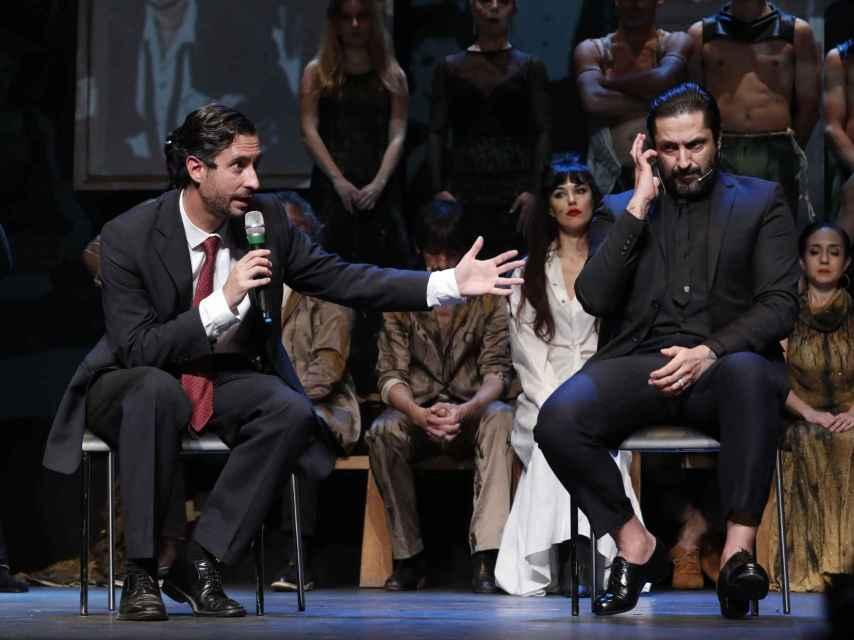 Cándido Conde-Pumpido y Rafael Amargo en el teatro La Latina este viernes por la noche.